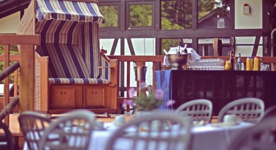 Wambacher-Muehle-Hotel-Aussenbereich-Strandkorb