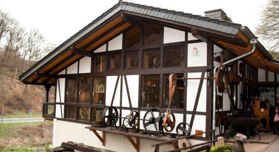 Wambacher-Muehle-Hotel-Handwerksmuseum-Aussen