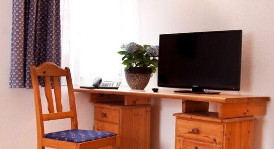 Wambacher-Muehle-Hotel-Hotelzimmer-Schreibtisch